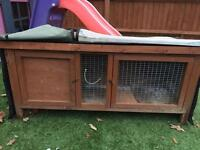 Guinea pig hutch with thermal hutch hugger