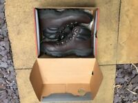 Hi-tec Womans Walking Boots, UK size 5, only worn once