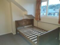 Superb newly refurbished double room, spacious NON-SMOKING house, walking distance to city centre