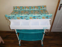 Baby Weavers changing table with bath tube + FREE play gym