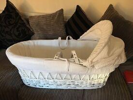Clair-de-lune white wicker Moses basket