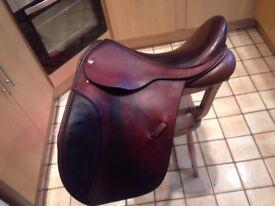 Beautifully made 17 W VSD Black Country horse saddle