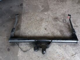 HEAVY - DUTY TOW BAR FOR A VAUXHALL VIVARO