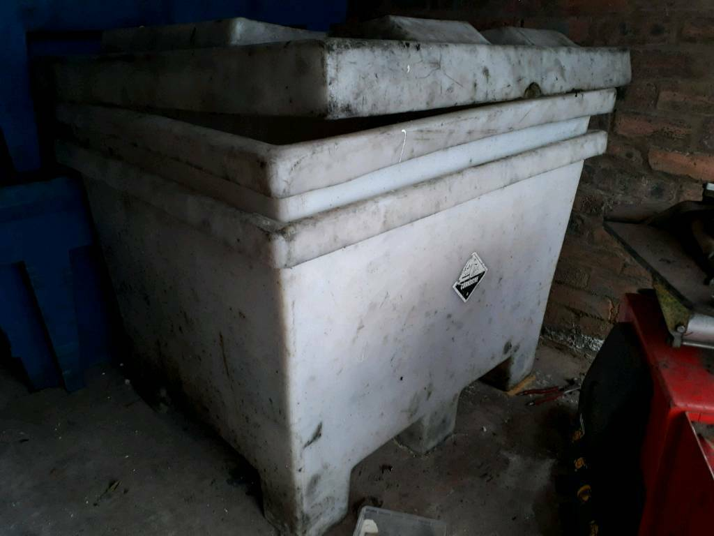 2x vehicle battery storage crates box
