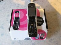 Retro flip phone - ZTE F866 - New in box, opened to test and charge