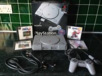SONY PLAYSTATION 1 VINTAGE GAMES CONSOLE BUNDLE WITH 2 RARE ARCADE STYLE JOYSTICKS, 6 GAMES AND MORE