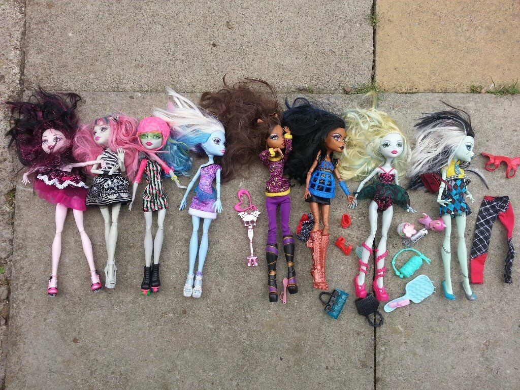 Monsterr high dolls with clothing abd some sepairs accesories! Can deliver or post!