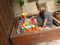 Sandpit of solid wood, sturdy and very high quality. Comes with sand.