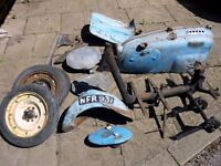 RLA 125 ENGINE ,FRAME PARTS,GASKETS LOTS MORE BODY BITS