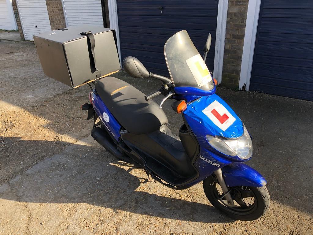 Suzuki 125cc 2 stroke moped scooter vespa honda piaggio yamaha gilera  peugeot pcx