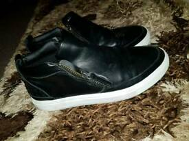 Men casual trainers size 7