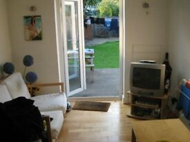 MASSIVE DOUBLE ROOM IN BEAUTIFUL HOUSESHARE WITH COMMUNAL LOUNGE