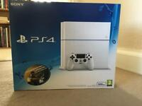 Sony PlayStation 4 / White / Great condition