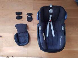 Maxi-Cosi Cabriofix car seat and Isofix Easyfix