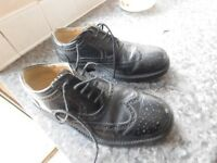 MENS BLACK BROGUES SIZE 10 GOOD CON