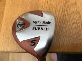GOLF WOOD TAYLORMADE BURNER RIGHT HANDED 5 WOOD. BUBBLE 2 GRAPHITE SHAFT WITH HEAD COVER.