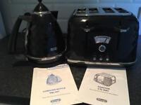 DēLonghi Toaster & Kettle set