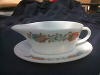 pyrex gravey boat and saucer