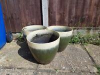 3 Matching plant pots