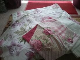 Dorma reversible double bed set. Includes throw curtains and cushions.