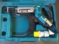 MAKITA 6843 AUTO FEED SCREWDRIVER. 110 VOLT.