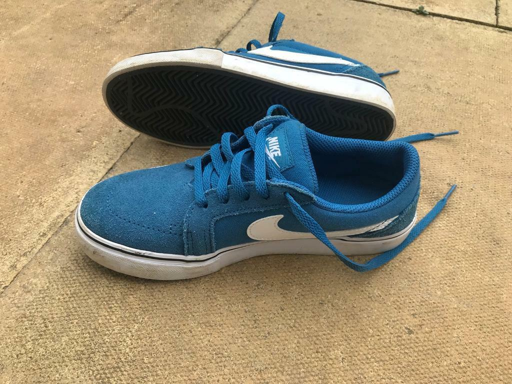 d69714caff76 Kids Nike Trainers   Court Shoes (size 3)