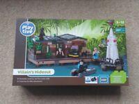BNIB LEGO equivalent 637 piece Villian's hideout
