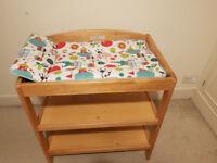 Changing table + matress
