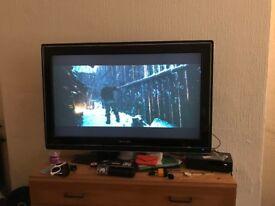 Philips LCD HD Ambilight Flat Screen TV + HDMI Splitter