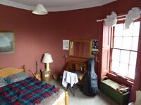Spacious Room in Leith Walk with community minded people (NO LONGER AVAILABLE)