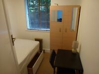 NICE SINGLE ROOM TO RENT IN EALING BROADWAY ZONE 3 - CENTRAL LINE