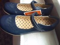 BRAND NEW GIRLS SHOES SIZE 1
