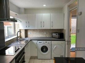 1 bedroom flat in Rutherford Court, Colliers Wood, SW19 (1 bed) (#993279)