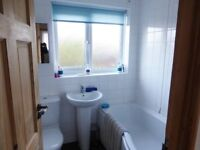 White Ideal Standard Bathroom Suite - used but in reasonable condition no chips, cracks etc.