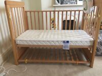 Amazing baby cot designed for mums to sleep well - used