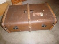 VINTAGE TRUNK SUITCASE 40's 50's - COFFEE TABLE