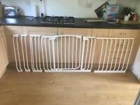 Dreambaby modular Wide baby gate (96cm to 202cm)