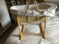 Moses basket plus stand
