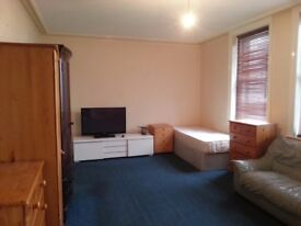 Large Room Share for 1 Person Avail in Fulham