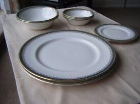 """Royal Albert """"Kensington"""" Dinner Servie"""
