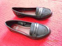 ladies black loafer shoes