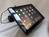 3rd generation 16gb ipad with wi-fi with iport charger