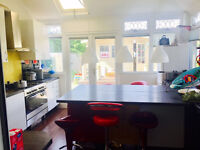 Huge Double Room for Couple - near barking station - private landlord