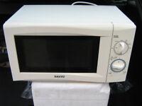 Sanyo Microwave 700Watt Model EM-S105AW
