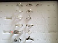 Collection of 13 ladies rings, various sizes