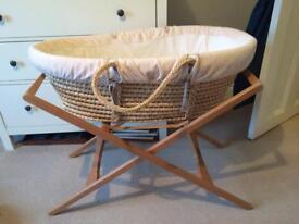 Moses basket with two stands