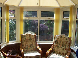 Lovely 3 pcs. conservatory suite in excellent condition.