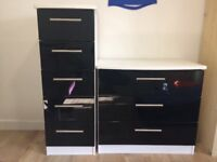 2 x chest of drawers white carcus, black gloss front