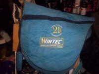 Black Wintec 2000 saddle 17.5in medium with carrybag