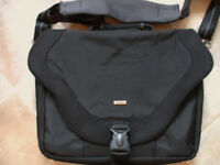 SOLO 17 inch LAPTOP MESSENGER BAG-AS NEW